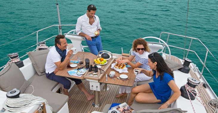 Rent a sailboat in Alimos Marina Kalamaki - Bavaria 51 Cruiser