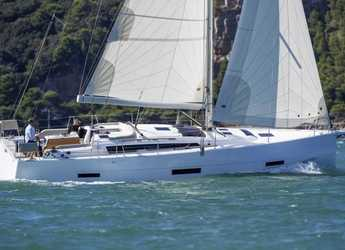 Rent a sailboat in Marina Le Marin - Dufour 430