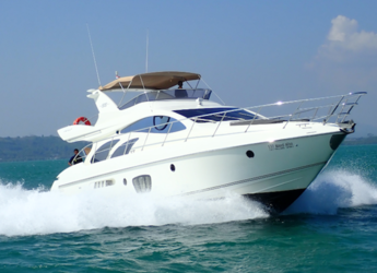 Rent a sailboat in Yacht Haven Marina - Azimut 55