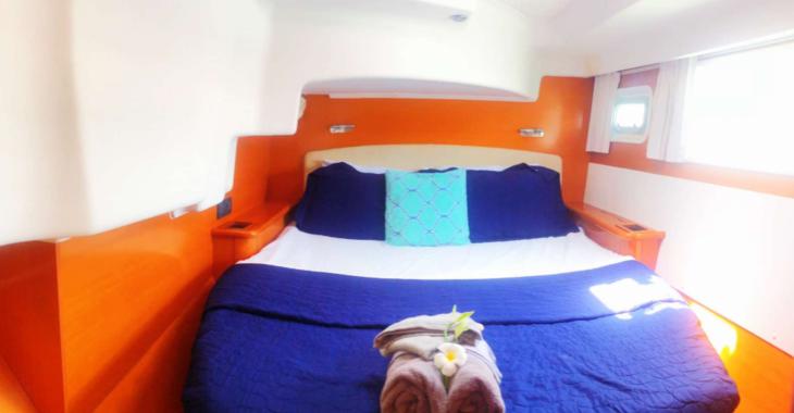 Rent a catamaran in Belize city - Lagoon 44