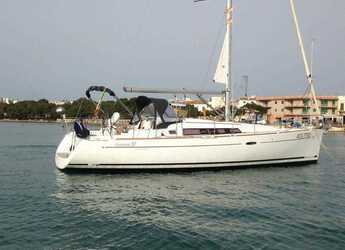 Rent a sailboat in Portocolom - Oceanis 37 (3Cab)