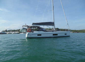 Rent a sailboat in Yacht Haven Marina - Bavaria Cruiser 45