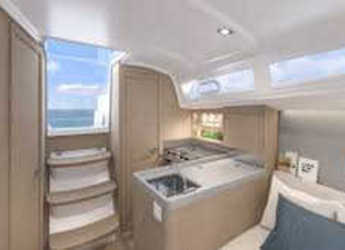Rent a sailboat in Marina di Procida - Oceanis 30.1