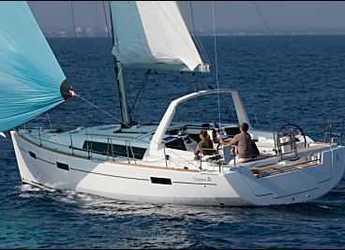Chartern Sie segelboot in Marina di Cannigione - Oceanis 41.1