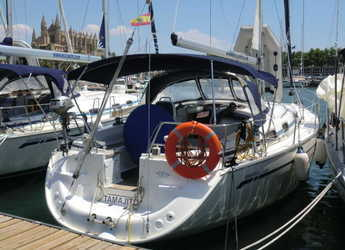 Rent a sailboat in Port of Santa Cruz de Tenerife - Bavaria 37
