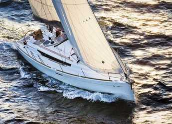 Rent a sailboat in Le port de la Trinité-sur-Mer - Sun Odyssey 389