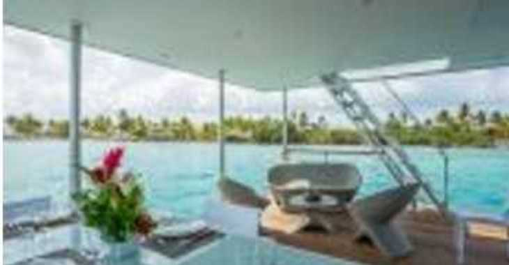 Rent a floating villa in Marina Le Marin - AQUALODGE