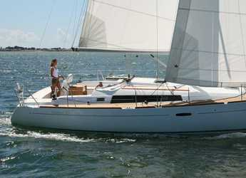 Rent a sailboat in Port Hamble Marina - Oceanis 37