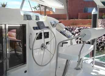 Rent a power catamaran  in Marina Uturoa - Leopard 38