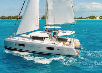 Rent a catamaran in Portu Valincu - Lagoon 42