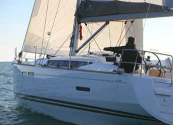 Rent a sailboat in Marina Uturoa - Sun Odyssey 439