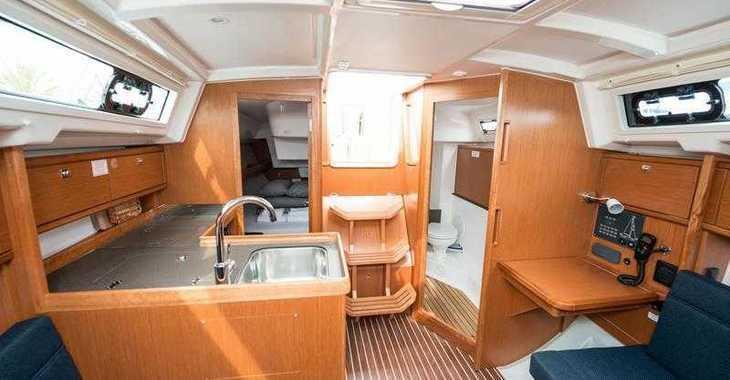 Rent a sailboat in Marine Pirovac - Bavaria Cruiser 34