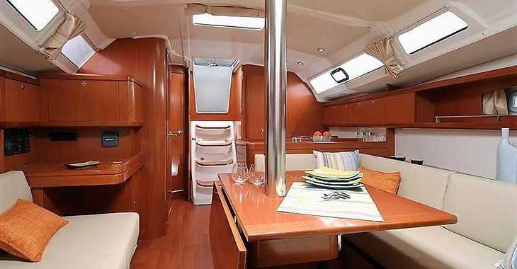Rent a sailboat in Paroikia - Oceanis 37