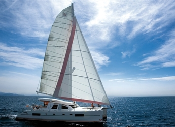 Rent a power catamaran  in Marina Le Marin - Catana 50 Carbon Infusion