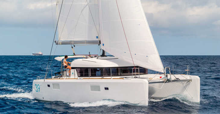 Rent a catamaran in Port of Mahe - Lagoon 39