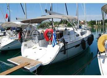 Rent a sailboat in Port Lavrion - Bavaria Cruiser 37_2017