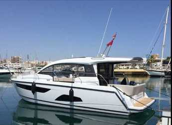 Rent a motorboat in Marina Gouvia - Sealine C330