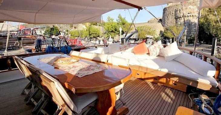 Rent a schooner in Mykonos - Gulet Syrolana