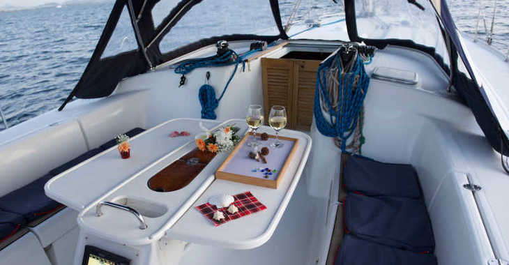 Rent a sailboat in Santorini - Cyclades 50.5