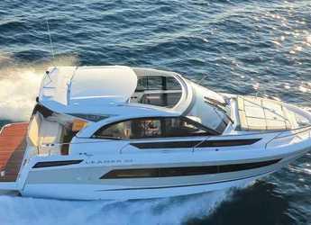 Rent a motorboat in La savina - Jeanneau Leader 33