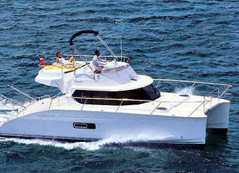 Rent a motorboat Highland 35 in Ajaccio, Corsica