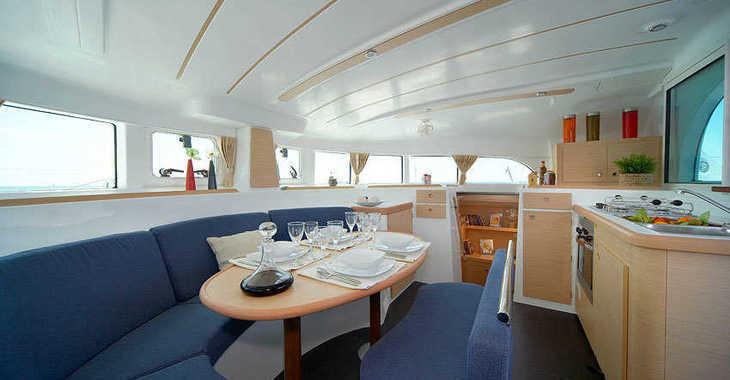 Rent a catamaran in Port Tino Rossi - Lagoon 380