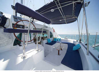 Rent a catamaran in Port Tino Rossi - Lagoon 380