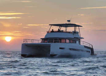 Rent a power catamaran  in Port Ginesta - Bali 4.3 MY