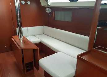 Rent a sailboat in Marina di Cannigione - Oceanis 41.1 (3Cab)