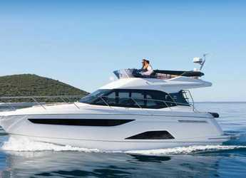 Rent a motorboat in Marina Kastela - Bavaria R40 FLY