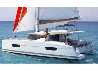 Rent a catamaran in Marina Palamos - Lucia 40