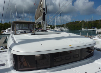 Rent a catamaran in Maya Cove, Hodges Creek Marina - Lagoon 39