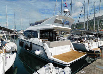 Rent a motorboat in Marina Kastela - Sealine F430