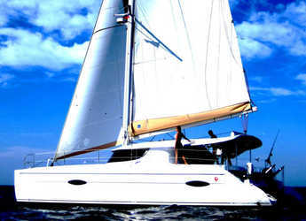 Rent a catamaran in Muelle de la lonja - Lipari 41