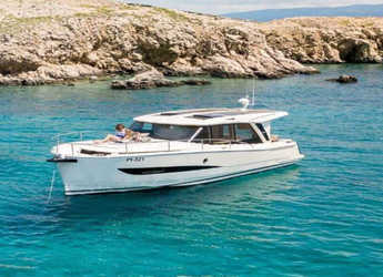 Chartern Sie motorboot in Club de Mar - Greenline Hybrid 33