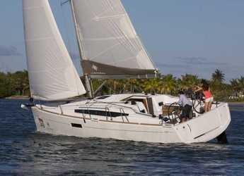 Rent a sailboat in Le port de la Trinité-sur-Mer - Sun Odyssey 349