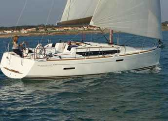 Rent a sailboat in Port Louis Marina - Sun Odyssey 379