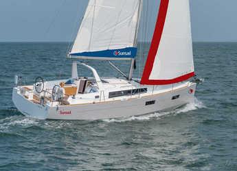 Rent a sailboat in Marina di Cannigione - Sunsail 38 (Classic)
