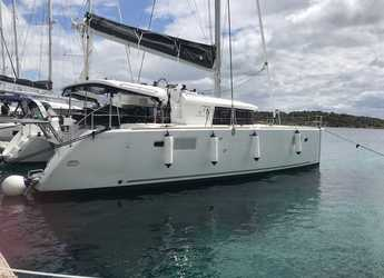 Rent a catamaran in Cala dei Sardi - Lagoon 450F