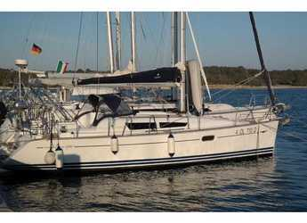 Rent a sailboat in Cala dei Sardi - Sun Odyssey 36i