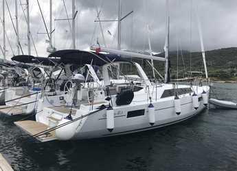 Rent a sailboat in Cala dei Sardi - Oceanis 41.1