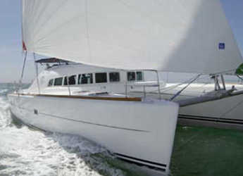 Rent a catamaran in Cala dei Sardi - Lagoon 410 S2