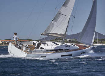 Rent a sailboat in Marina Zeas - Sunsail  44 SO (Premium Plus)