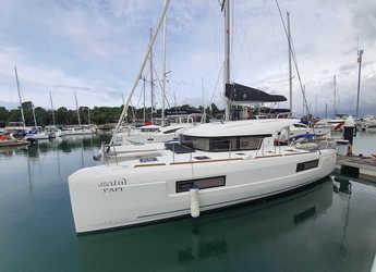 Rent a catamaran in Yacht Haven Marina - Lagoon 400