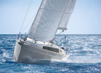 Rent a sailboat in ACI Jezera - Bavaria Cruiser 33
