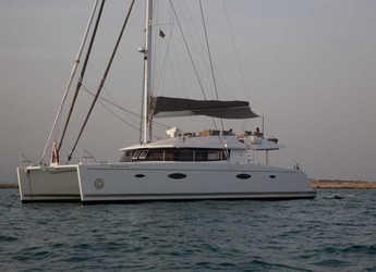 Rent a catamaran in Port Mahon - Victoria 67