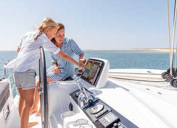 Rent a catamaran in Paroikia - Lagoon 46