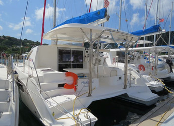 Rent a power catamaran in Road Reef Marina - Leopard 38