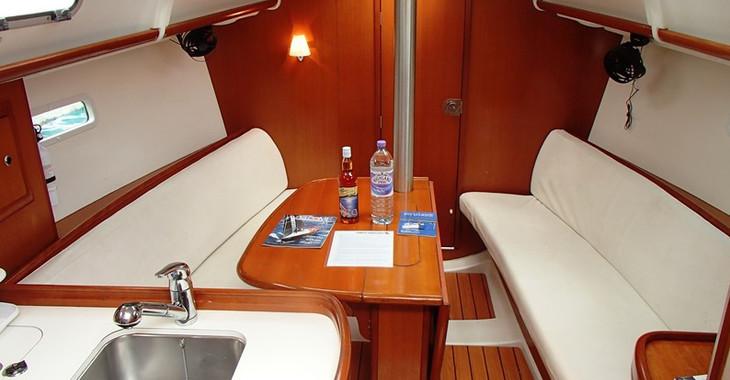 Rent a sailboat in Fort Burt Marina - Beneteau 32