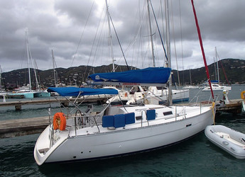 Rent a sailboat in Road Reef Marina - Beneteau 32
